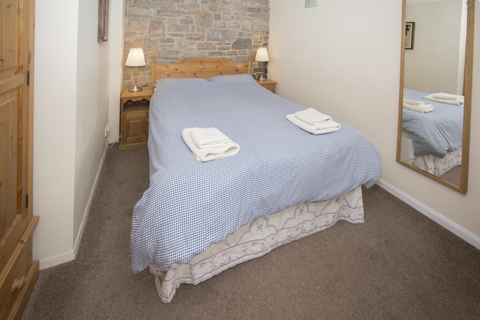 dovedale cottage bedroom.jpg